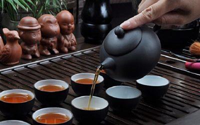 Người Việt Nam mời nhau uống trà là để bắt đầu một lời tâm sự
